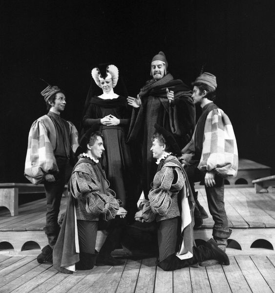 GL1/2/1962/COM: Reconcillation scene f(Act 5 scene 1) of Royal Shakespeare Company's 1962 production of The Comedy of Errors directed by Clifford Williams at the Royal Shakespeare Theatre, Stratford-upon-Avon. Alec McCowan - Antipholus of Syracuse