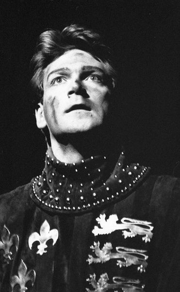 Henry V, 1984, Royal Shakespeare Theatre. Henry V played by Kenneth Branagh. Directed by Adrian Noble, Designed by Bob Crowley