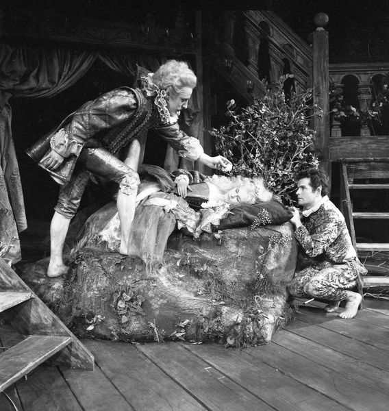 GL1/3/1962/MND1 neg D4: William Shakespeare's 'Midsummer Night's Dream' performed at the Royal Shakespeare Theatre, 1962. This production was directed by Peter Hall and designed by Lila de Nobili