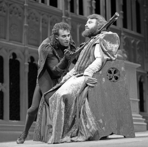GL4/1/2/1984/RI3 84-T961 neg 74: William Shakespeare's Richard III performed at The Royal Shakespeare Company, 1984. This production was directed by Bill Alexander and designed by William Didley