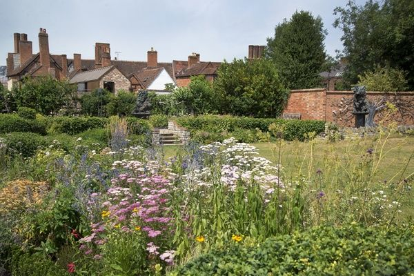 Shakespeare's New Place was William Shakespeare's family home from 1597 until he died in the house in 1616.   The Great Garden Of New Place, Chapel Lane, Stratford upon Avon