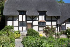 <b>Anne Hathaway's Cottage</b><br>Selection of 5 items